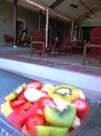 Hotel Liberia: Best fruit salad from place across the street