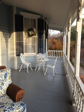 Maison Louisiane Historic Bed and Breakfast: Upstairs balcony