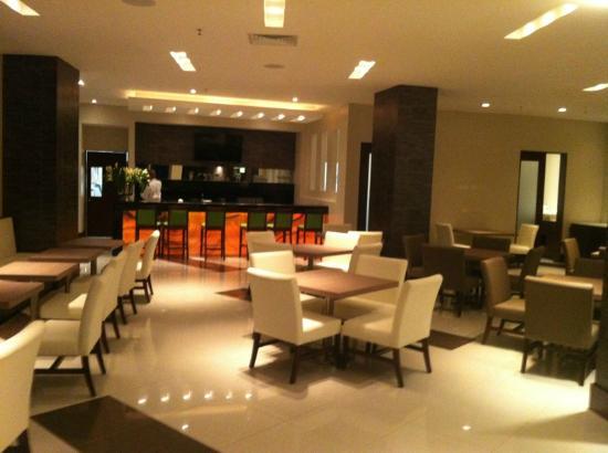 Wyndham Garden San Jose Escazu: Bar & Restaurant