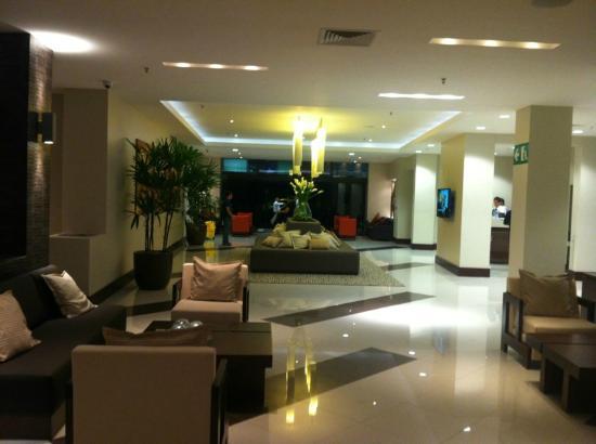 Wyndham Garden San Jose Escazu: Hotel Lobby
