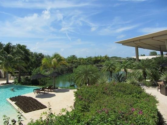 Rosewood Mayakoba: piscina com vista para o rio