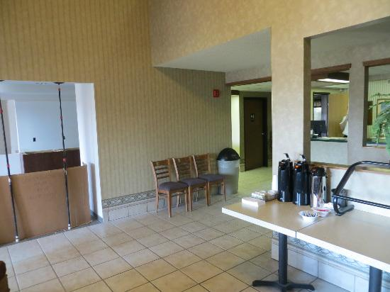 Super 8 Columbia Clark Lane: Breakfast lobby area - remodelling in progress