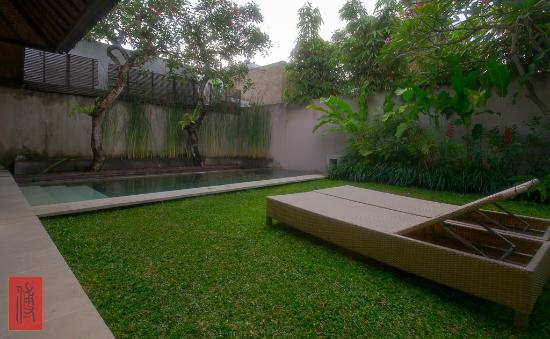Uma Sapna: private pool and courtyard