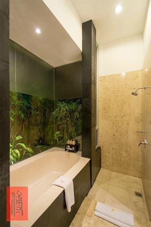 Uma Sapna: bath