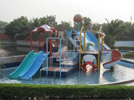 Holiday Village Resort: Water park within the property