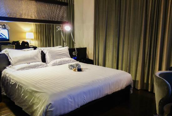 Crystal Orange Hotel: Deluxe Room - Queen size bed