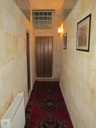 Karadut Cave Hotel: Hallway
