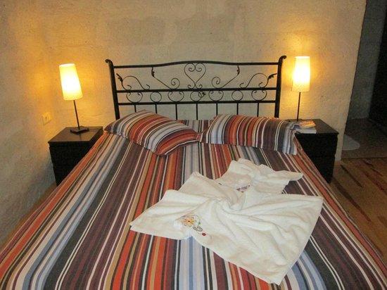 Karadut Cave Hotel: Bed