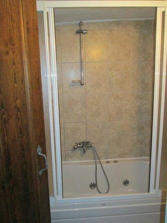 Karadut Cave Hotel: Shower