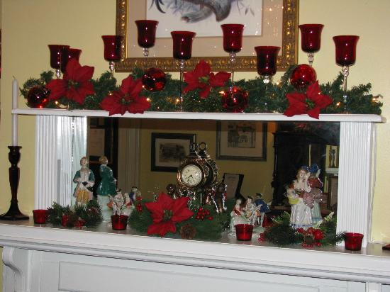 Park Avenue Manor: Dining Room Mantle