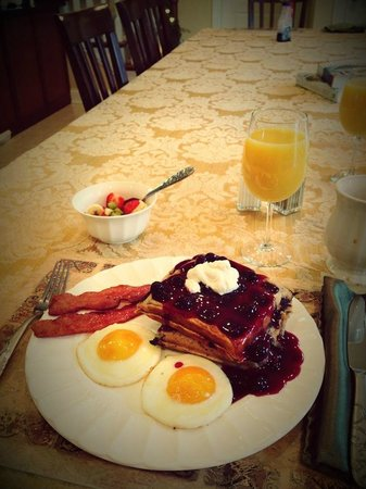 Southern Grace Bed and Breakfast: Best bacon I have ever had