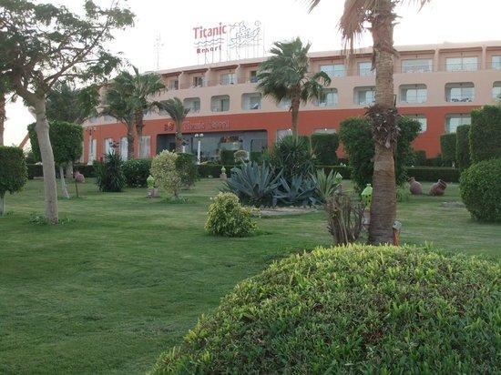 Titanic Resort & Aqua Park: Front of Hotel