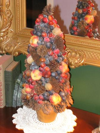 Park Avenue Manor: Holiday Fruit Tree
