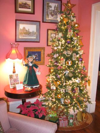 Park Avenue Manor : Chritmas Tree in Parlor