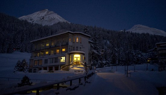 Hotel-Pension Alpina: Early morning shot in winter