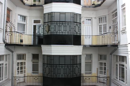 Corso Apartment: Buildind insaide