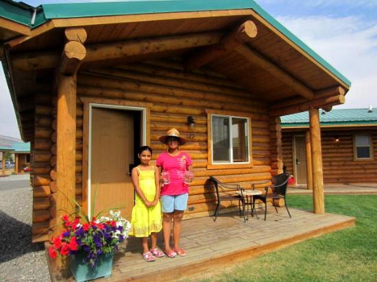 Cody Cowboy Village: Little porch outside the cabin