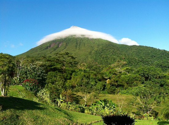 Hotel Lomas del Volcan: View from one of the cabins