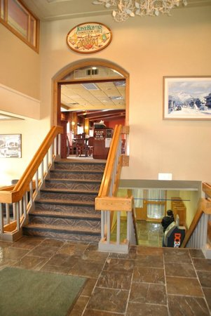 Mount Royal Hotel - TEMPORARILY CLOSED: towards Dining area