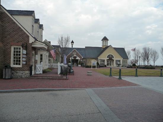 Yorktown Beach Riverwalk Area