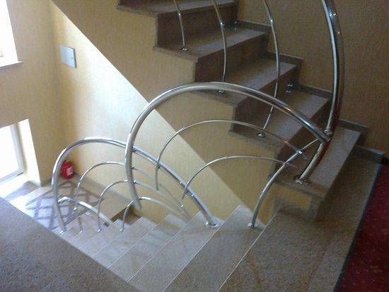 Bounty Hotel: Лестница