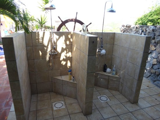 Club Fantastico : Outdoor Shower