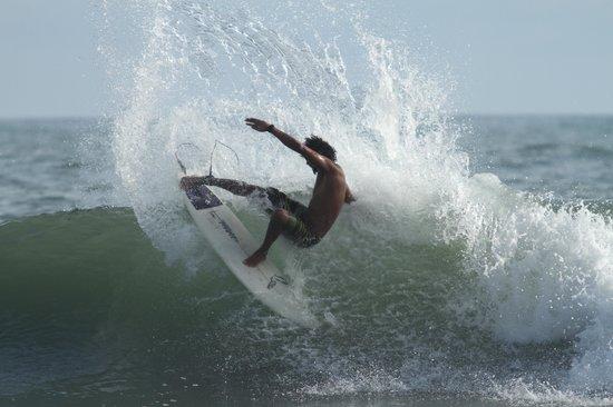 Deep Coral Villas at Los Buzos: Amazing surf & surfers!