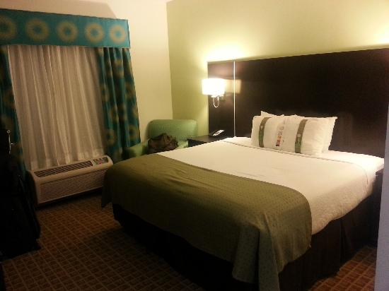 Holiday Inn Sarasota - Airport: Bed