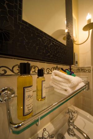 Knockinaam Lodge : Our Bathroom.