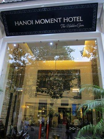 Hanoi Moment Hotel: Hotel Eingang
