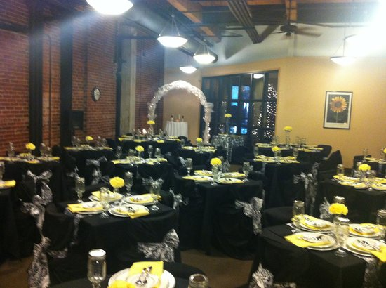 Hawthorn Suites by Wyndham Rome: Sunflower Room decorated for event