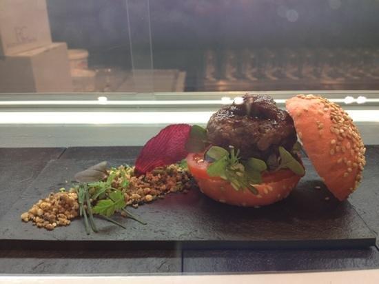 Rosti Restaurant:                   Mini Burger de Corzo