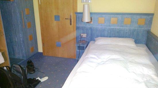 Hotel Simi Zermatt: Schönes Bett