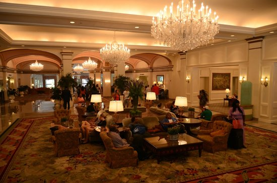 Omni Shoreham Hotel: This the Lobby as you enter the Omni