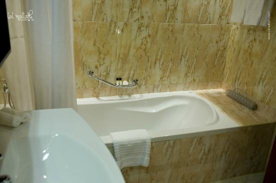 K108 Hotel: Bathroom