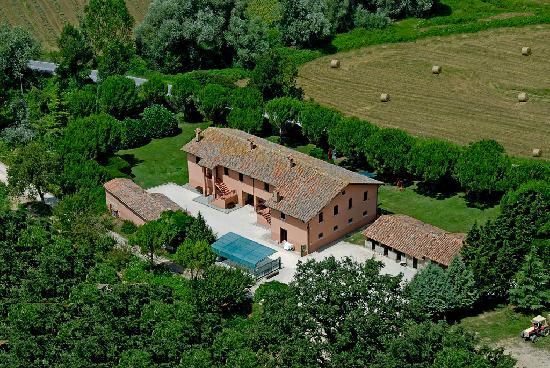 Agriturismo Sant'Erasmo : Foto aerea dell'agriturismo