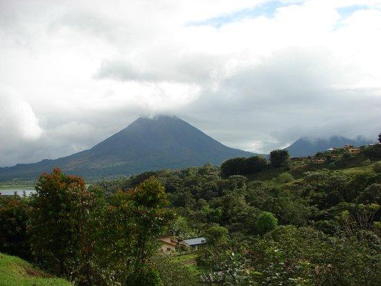 Cabinas El Castillo: Arenal Volcano from Hotel (Cabinas) El Castillo
