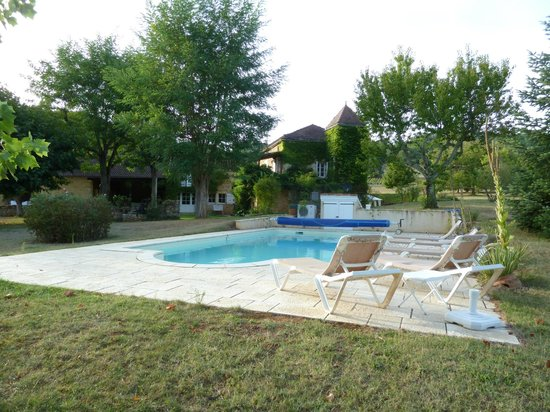 La Theroniere : pool area with accommodation area in loft to left of photo