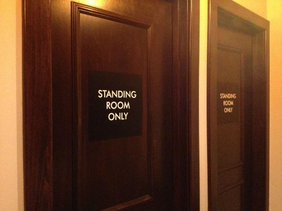 Loews Chicago O'Hare Hotel: Private booths in the Mens' bathroom(Off the restaurant/conference rooms).  Nice touch!