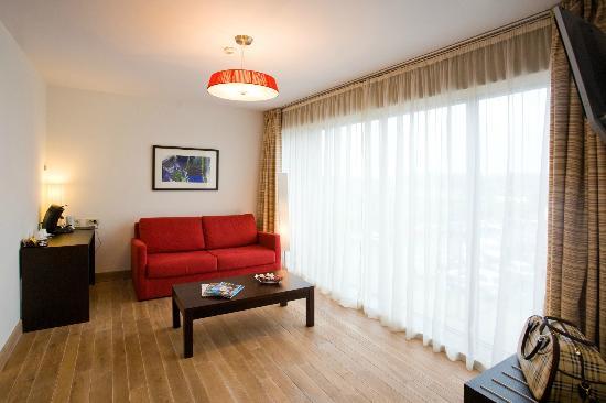 BEST WESTERN Hotel Orchidee: Living room in Suite