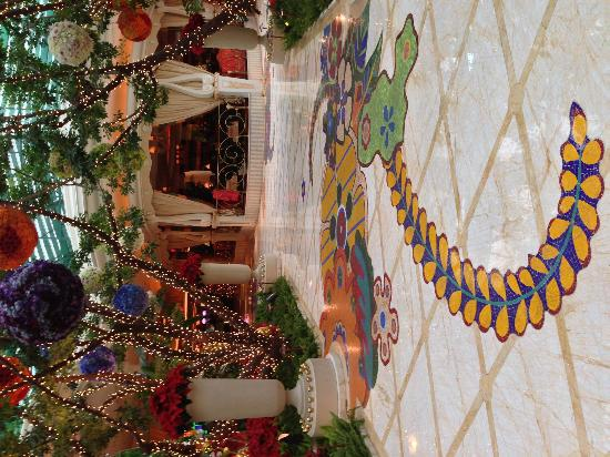 Wynn Las Vegas: Walking through garden after registration