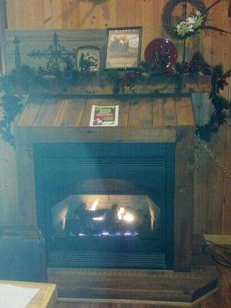 The Bears Den: cozy!
