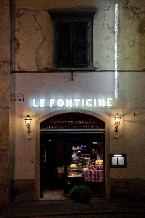 Ristorante Le Fonticine: Le Fonticine by night