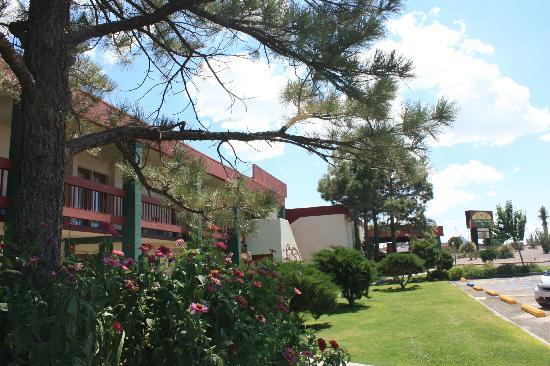 Elephant Butte Inn: Hotel Exterior