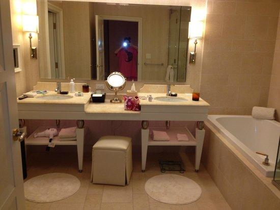 วินน์ลาสเวกัสโฮเต็ล: Bathroom is huge