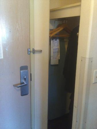 Rodeway Inn - Loveland: Closet