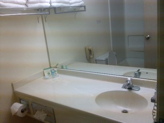 Rodeway Inn - Loveland : bathroom