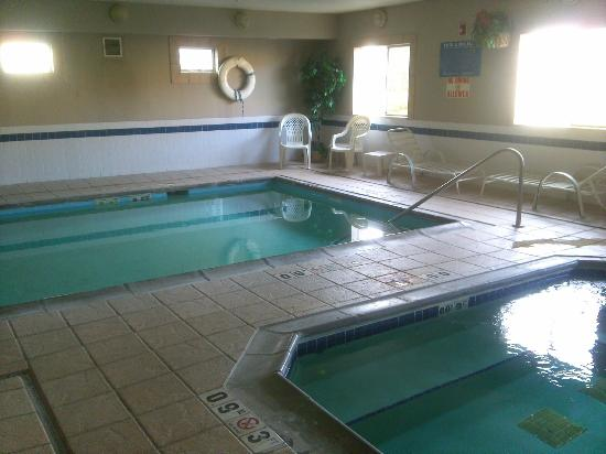 Rodeway Inn - Loveland: Pool and hot tub