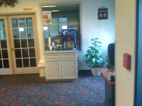 Rodeway Inn - Loveland: Coffee and tea in Lobby