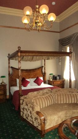 Denison Boutique Hotel: 4 post king bed